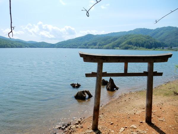 桧原湖・山神社