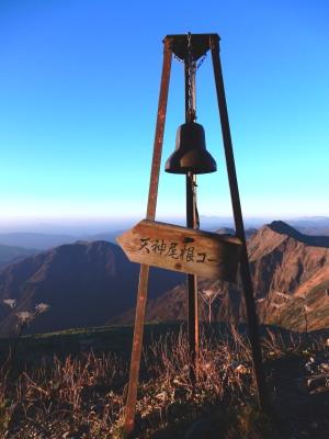谷川岳肩の小屋鐘