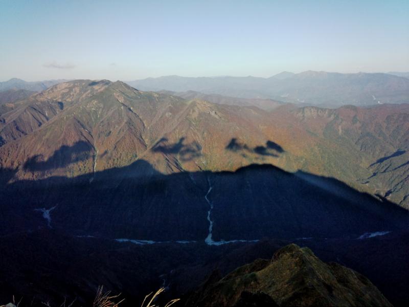 谷川岳の影
