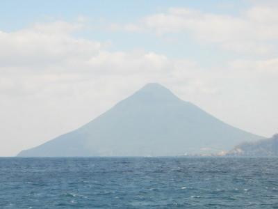 海より開聞岳