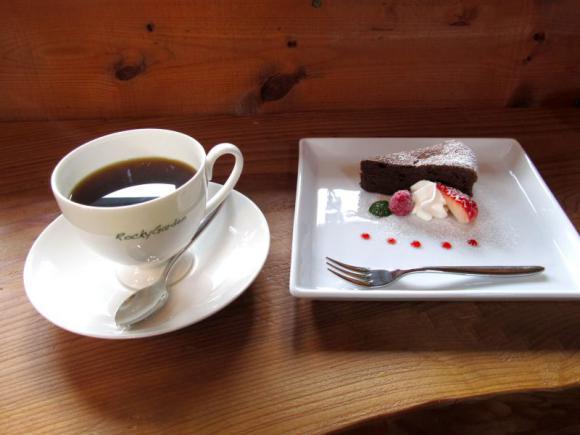 食後のコーヒーとデザート♪