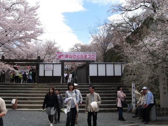 鶴山公園 ゲート前