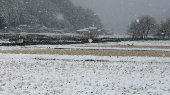 雪の田舎集落