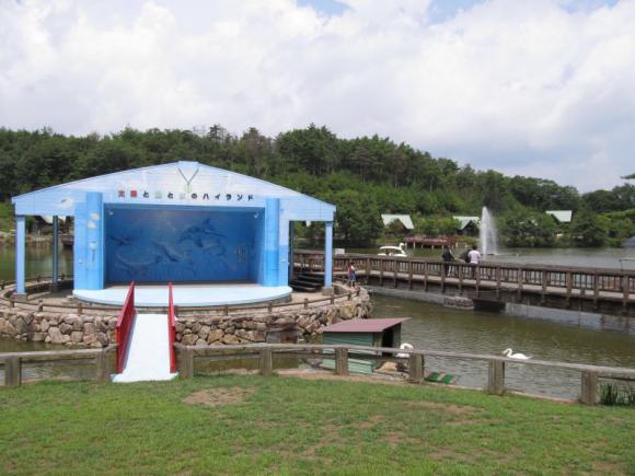湖畔のステージ