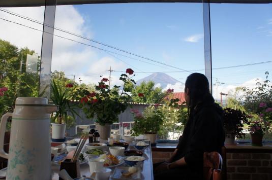 ミッチーラブ 食堂から富士山