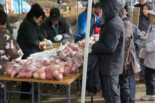 津金リンゴ祭り 販売