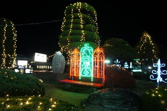 イルミネーション 韮崎駅 いす