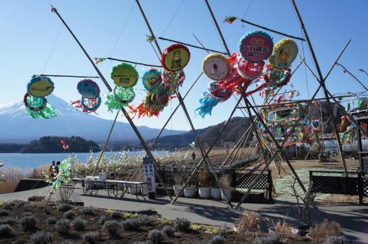 冬の七夕まつり 大石公園 吹流しと富士山