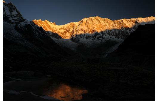 朝焼けのアンナプルナ1峰2