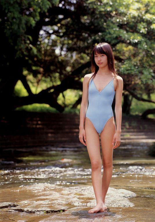 戸田恵梨香の競泳水着