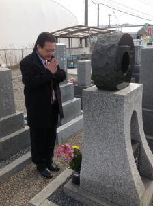 森田必勝氏の墓前にて