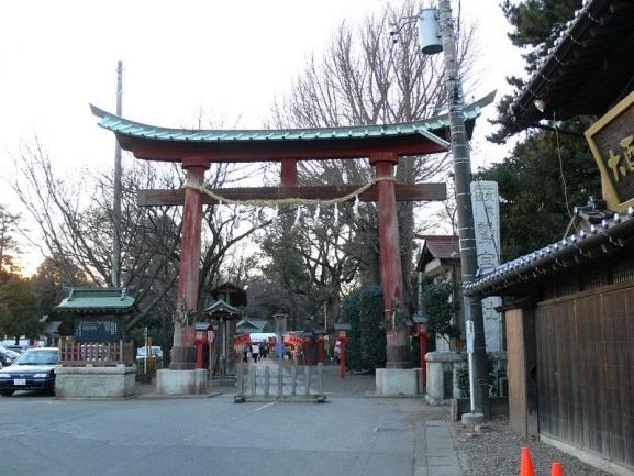 鷲宮神社のコスプレ初詣、コスプレマナー云々以前に「神社」に「御不浄の物(武器類)」を持込んでくる『境内のマナー』ができてないレイヤー(笑)が多いのが本当に頭くる