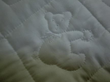 白いおくるみクマ1