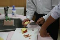 りんご皮むき2