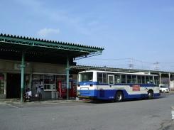 乗車扱い中の布佐橋行き(竜ヶ崎駅バス停 2008年7月撮影)
