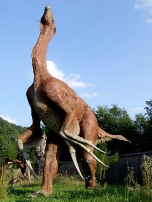 Baltow_JuraPark_therizinosaurus_cheloniformis.jpg