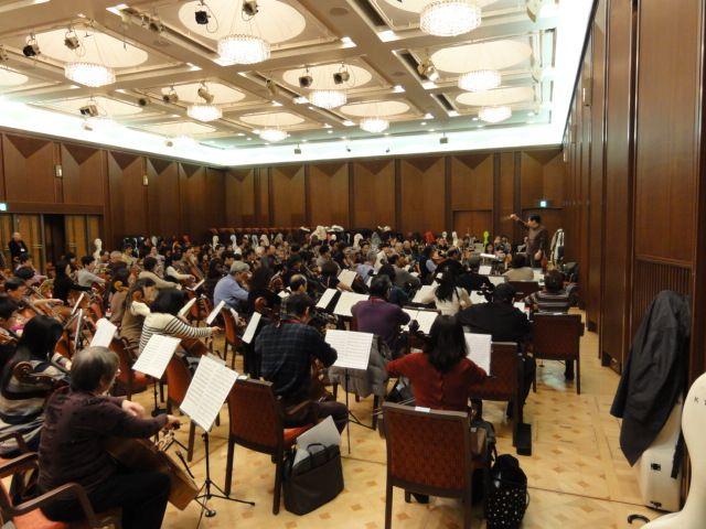 180人のチェロ 大合奏の練習風景(@サントリー・ブルーローズ2011.2.11)