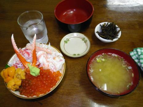 三角市場 三色丼(ウニ、イクラ、カニ)