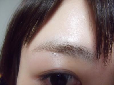 眉毛ブリーチ。