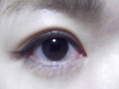 目尻につけま。右目あけた。