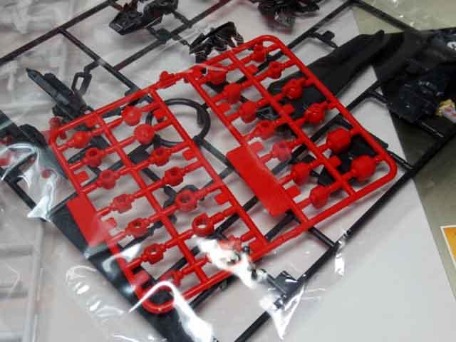 HG_MBF_P02_RED_FRAME_05.jpg