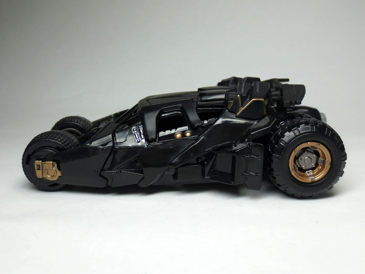 HW_custom_motors_batmobile_4th_10.jpg