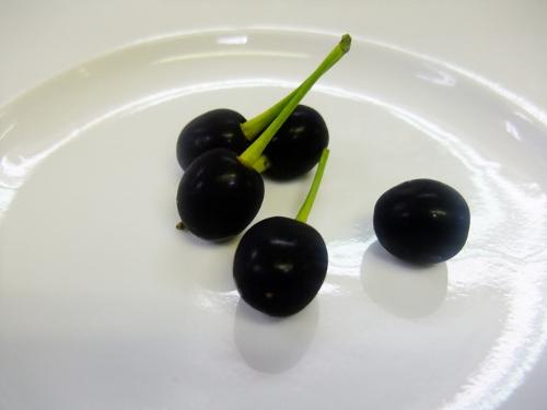 黒いサクランボ
