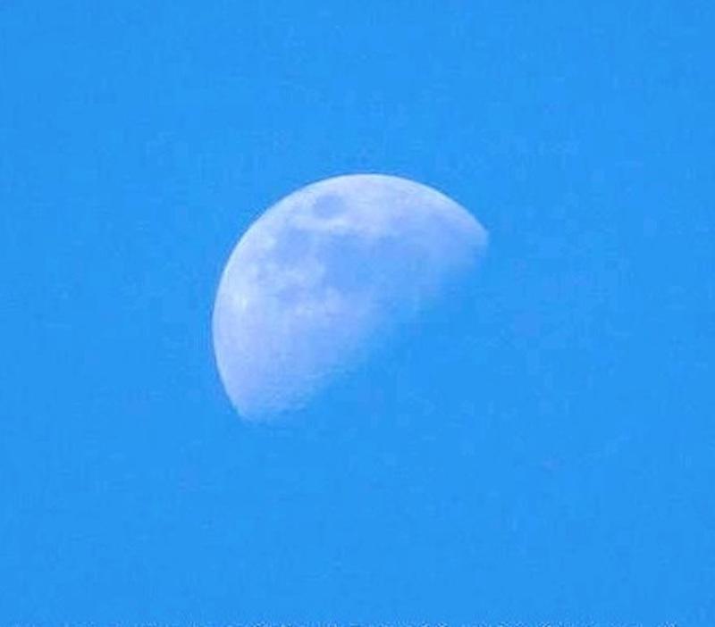 MOON_BLUE_SKY800PX.jpg