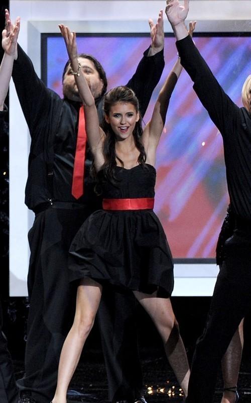 Nina-2010-Primetime-Emmy-Awards-ian-somerhalder-and-nina-dobrev-15143195-500-800.jpg