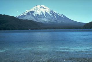 800px-St_Helens_before_1980_eruption.jpg