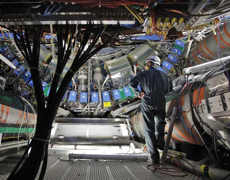 パラレルワールド(並行世界)は実在した!!欧州原子核機構CERNが5次元空間試験の準備開始