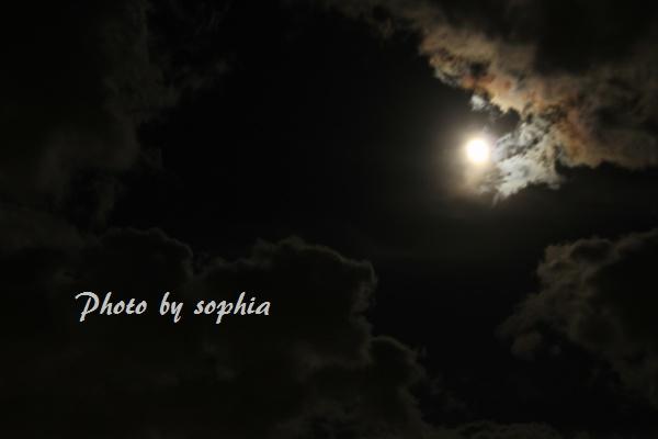 雲の合間の十三夜