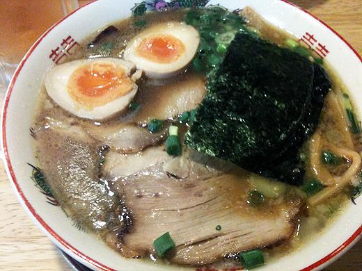 新在家ラーメン「もんど」新味豚骨醤油麺(味玉入り)
