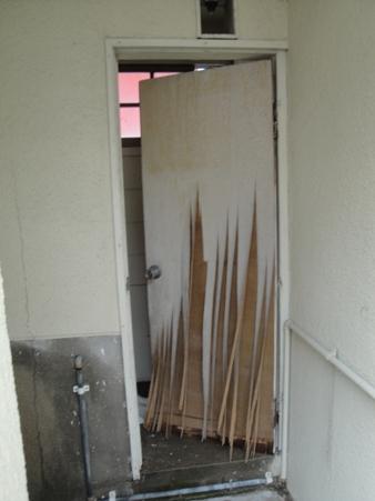 公衆トイレドア取替