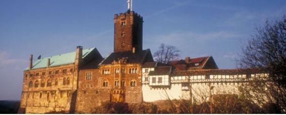 マルチン・ルターが新約聖書の翻訳を成し遂げ、中世吟遊詩人たちの活躍の場にもなっていたヴァルトブルク城