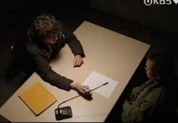 Cグォンチーム長はあなたは人を殺すような人間じゃないと言ったんだ。あなたを信じろと!信じないなら聞いてくれその時の録音だ